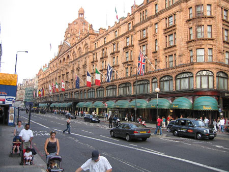 http://www.olejarz.com/art/london2003/images/14%20Harrods.jpg
